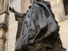 dsc_0329-stolica-sciana-boczna-katedry-catedral-metropolitana-xvi-pomnik-jp-ii-z-kluczy