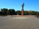 Biszkek - pomnik działaczki społecznej Kumanjan Datka