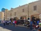 Buchara sklepy przed kompleksem Kalon